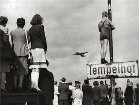 Germans watching supply planes at Tempelhof
