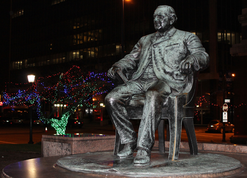 Former Cleveland Mayor Tom L. Johnson in Christmas display