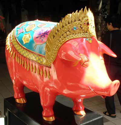 Janice the Noble Pig in Asia Plaza