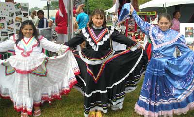 Hispanic girls at the Cleveland Catholic Fest 2007