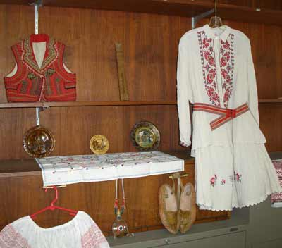 Serbian clothes - native costumes of Serbia
