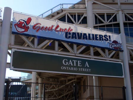 Cleveland Indians wish Cleveland Cavaliers good luck in playoffs