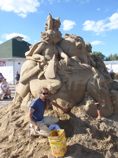 Sand sculptor Carl Jara at Oktoberfest