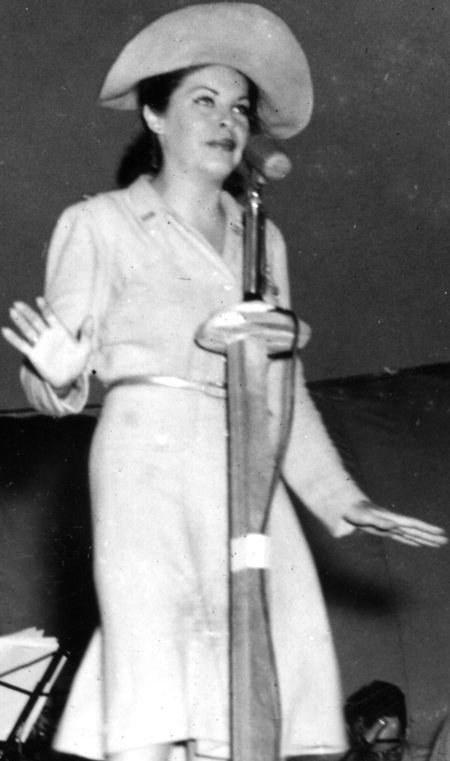 Martha Raye entertaining troops 1943
