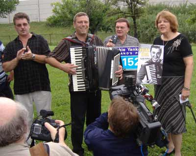 Bob Yankovic (Frank's son), accordionist Bob Kravos (Frank's grand-nephew), radio host Tony Petkovsek and Cecilia Dolgan lead a singalong of 'Just Because' at the dedication.