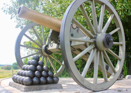 Cannon and balls at Gettysburg