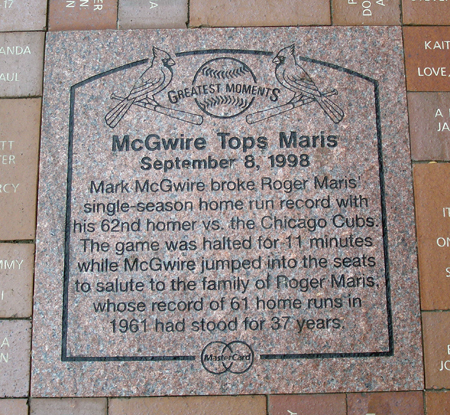 Mark McGwire tops Roger Maris in home runs