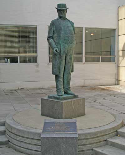 Tom L. Johnson statue in Cleveland