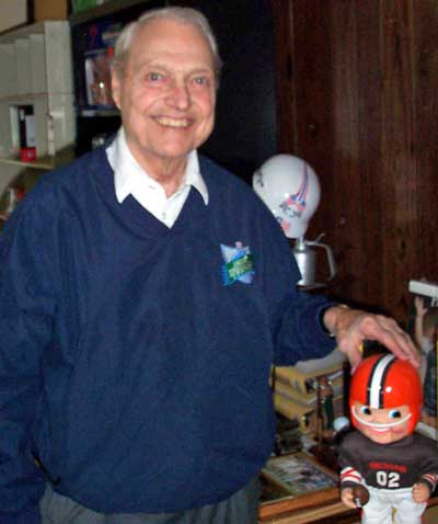 Cleveland Browns great Dante Lavelli with Cleveland Browns bobblehead