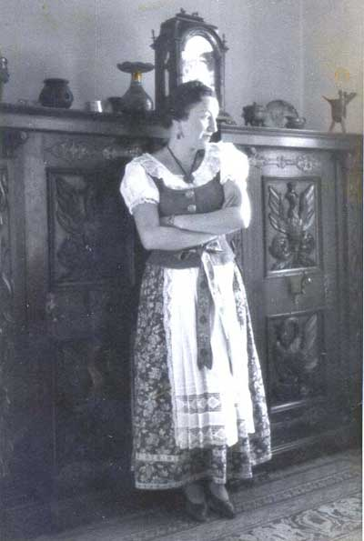 George Weidinger's mother in their Vienna apartment in 1938
