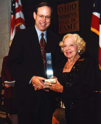 Ohio Governor Bob Taft welcomes Paige Palmer into the Ohio Women's Hall of Fame